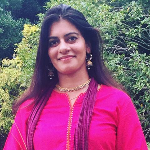 サミア・カーン:Samia Khan